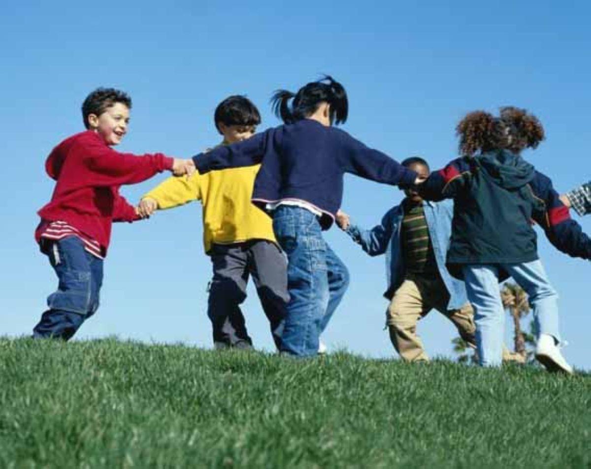1463055272 kids playing