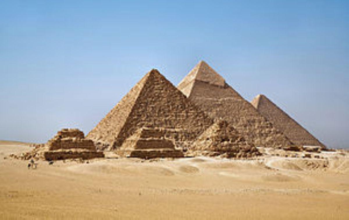 300px All Gizah Pyramids 3