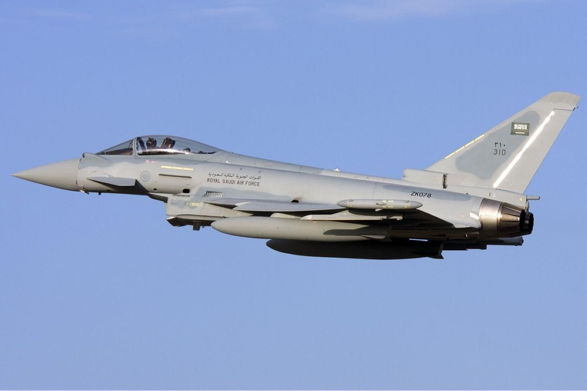 RSAF Euro Fighter Typhoon Saudia Arabia Air Force Gordon Zammit wikimedia 1