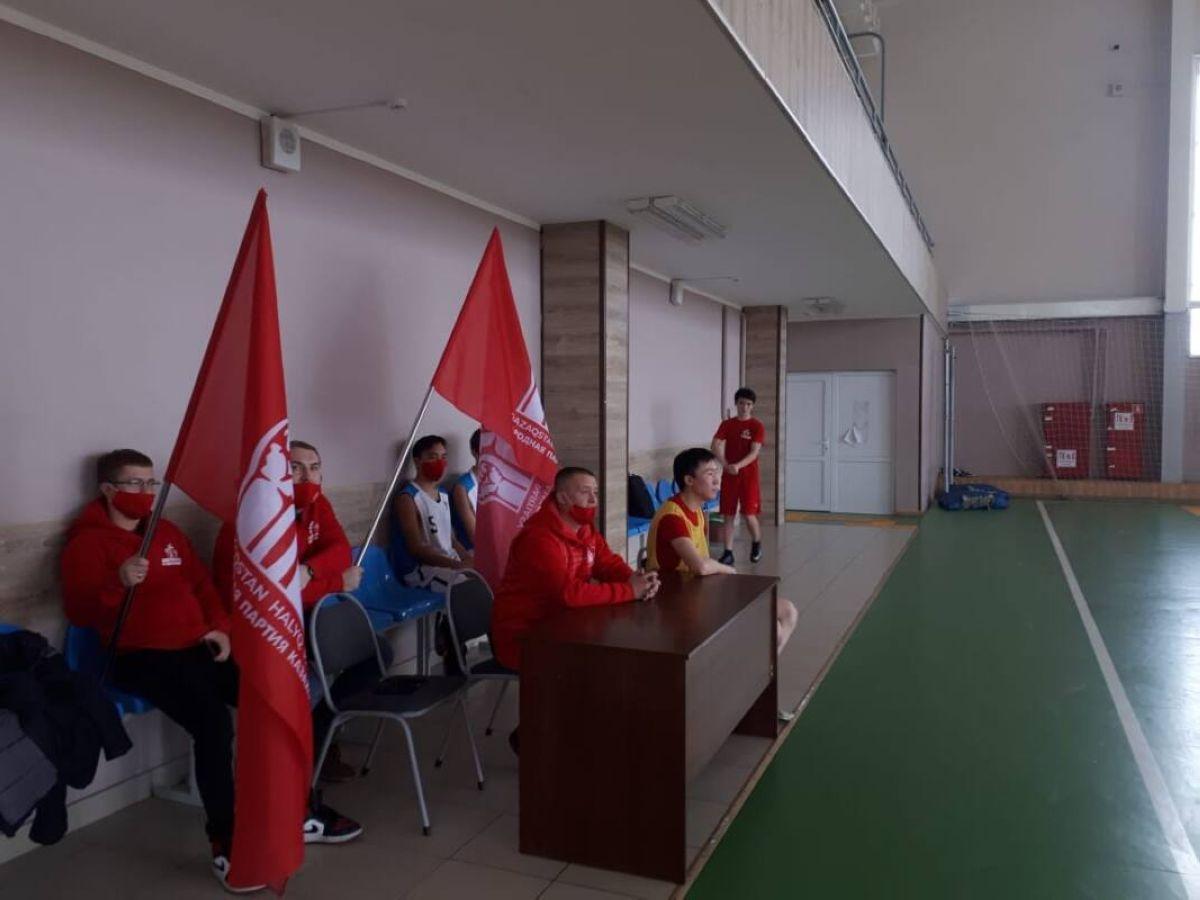 Қазақстан Халық партиясының өкілдері футбол алаңында бақ сынады