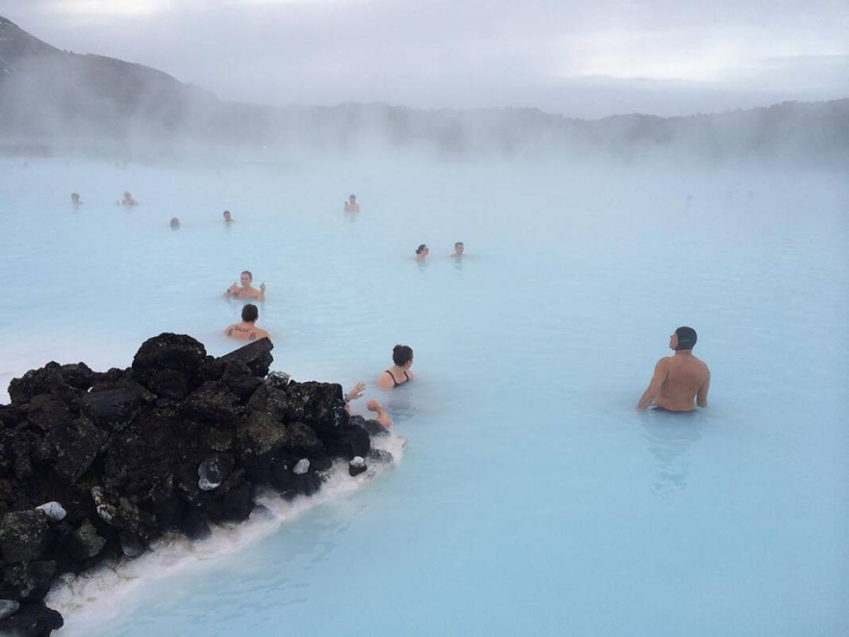 iceland blue lagoon bathing