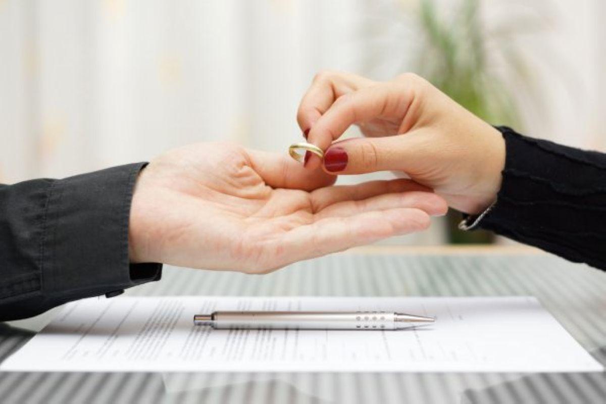 depositphotos 48233357 stock photo woman returned wedding ring to